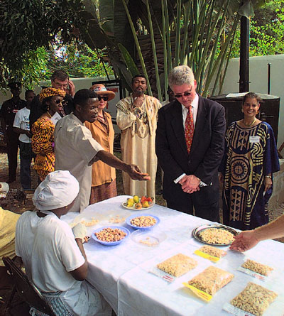 resident Clinton and First Lady, accompanied by President Jerry John Rawlings and Mrs. Nana Konadu Agyeman Rawlings, tour Techno Serve and Peace Corps exhibits and hear about the projects on the Techno Serve Grounds in Accra, Ghana.