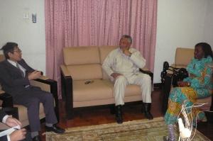 Ambassador Naoto Nikai explaining a point to President and Mrs Rawlings