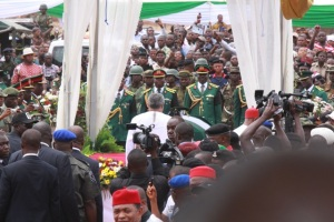 President Rawlings pays final respects to General Ojukwu