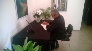 President Rawlings signs the book of condolence (1)